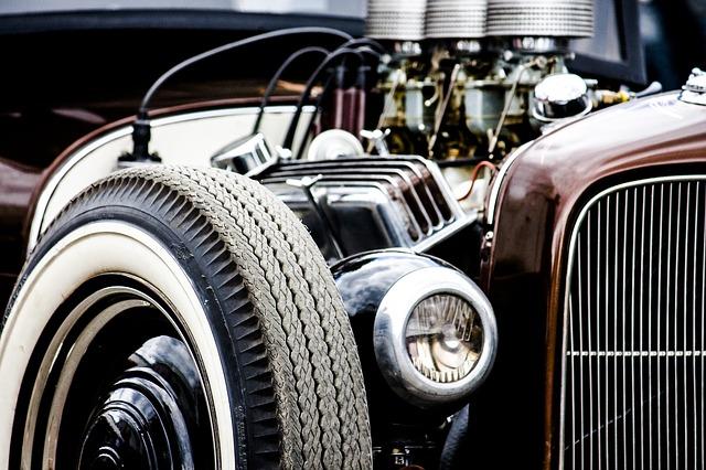 motor starého vozu.jpg