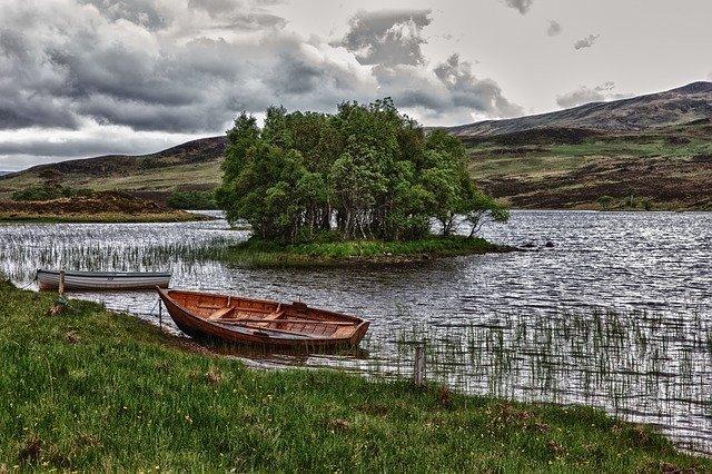 jezero s lodičkou
